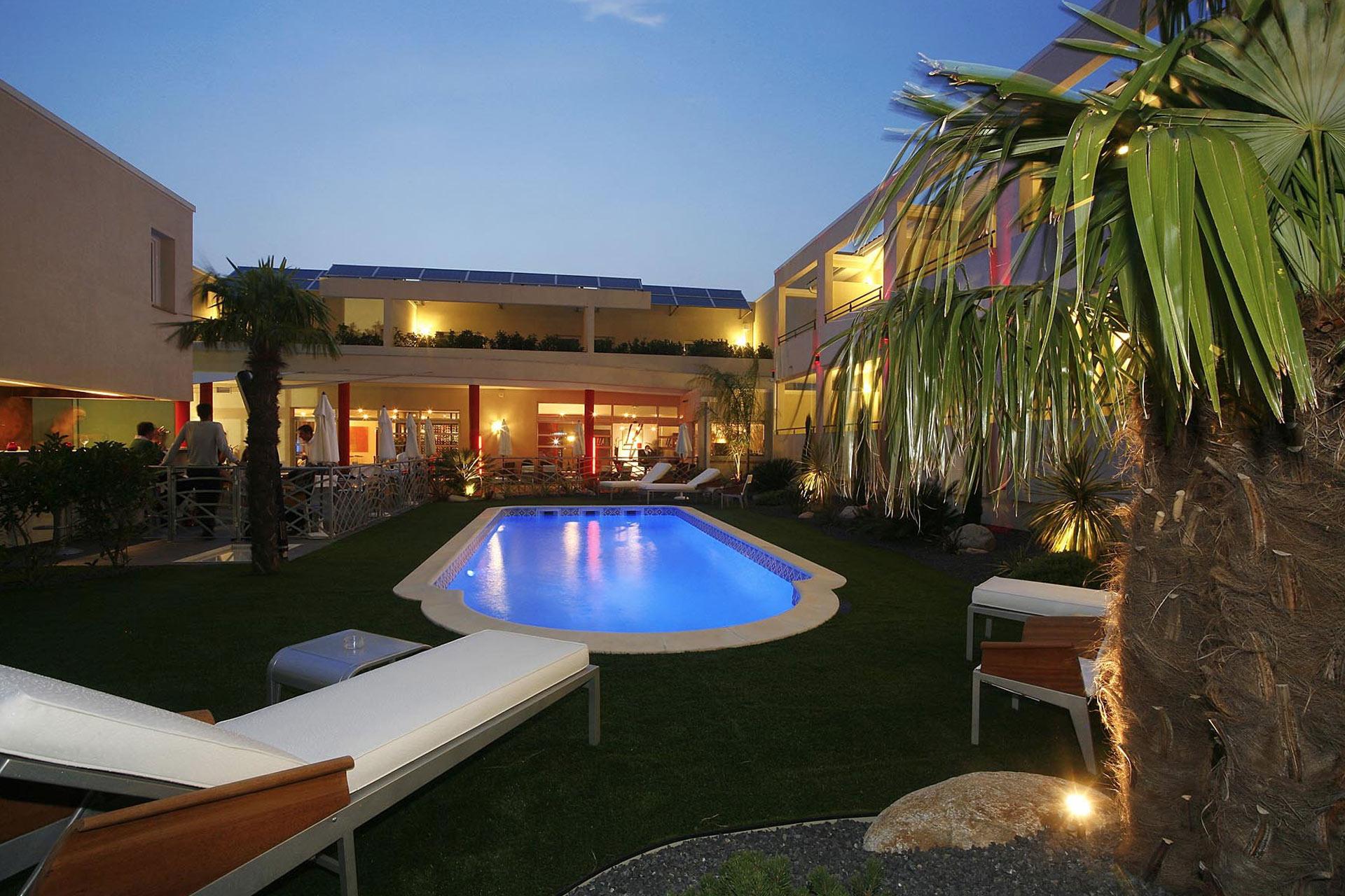 hotel perpignan hotel la fauceille hotels roussillon hotel perpignan. Black Bedroom Furniture Sets. Home Design Ideas